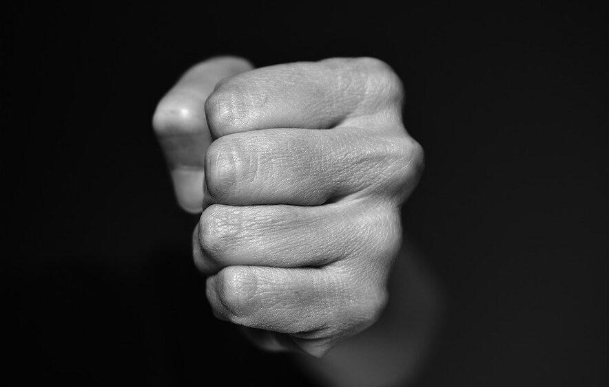 El abuso no distingue entre géneros. Foto Pixabay